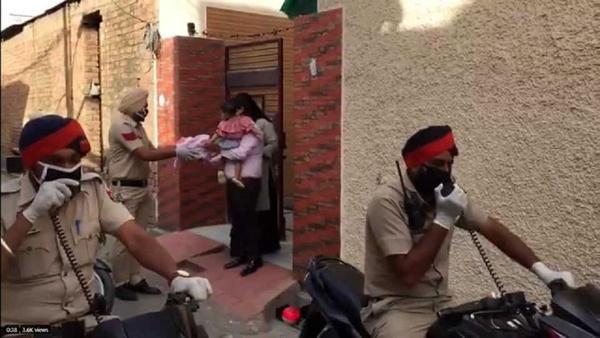 سورپرایز جالب پلیس هند برای کودک خردسال