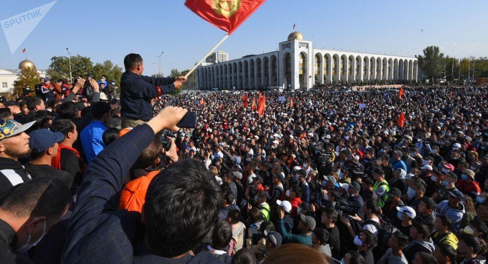 معترضان قرقیزی شهردار جدید برای پایتخت معین کردند